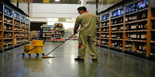 Supermercados y Centros Comerciales.